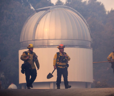 US fire crews fought to defend homes and the famed Mount Wilson Observatory from California's biggest and most dangerous wildfire.